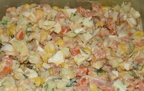 Салат с красной икрой рыбой креветками