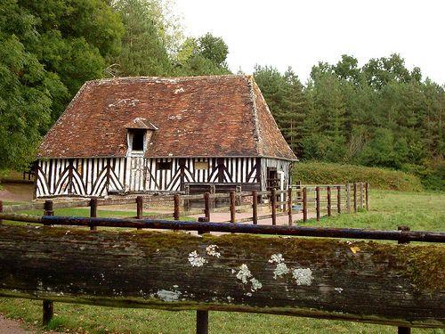 Une maison pour les chevaux ~ House for horses. Pays d'Auge, Normandie