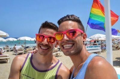 El turismo gay se dispara un 28% en España y ya supone 9.000 millones en ingresos. Barcelona es la ciudad que más interés ha despertado en verano, pero Gran Canaria, Ibiza y Sitges son las preferidas. La Vanguardia, 2016-09-30 http://www.lavanguardia.com/economia/20160930/41686206913/turismo-gay-espana.html