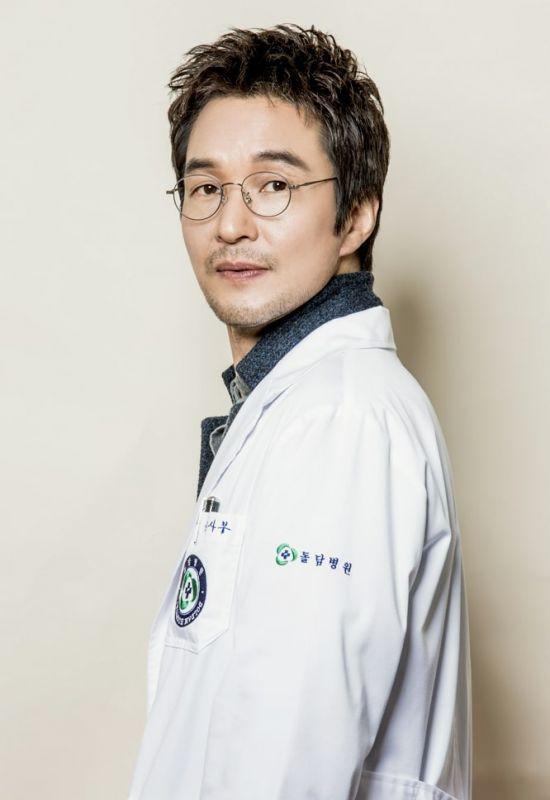 Sinopsis Doctor Stranger : sinopsis, doctor, stranger, Review, Sinopsis, Romantic, Doctor,, Teacher, Episode, Tamat, (Season, Doctor, Korean, Drama