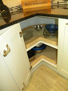 Gabinete de la esquina con piano puerta con bisagras, estantes de madera y rotativos