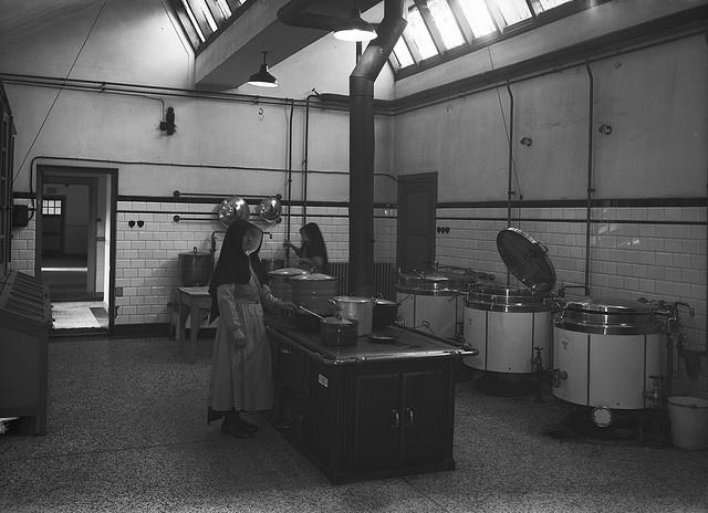 De keuken van missiehuis Sparrendaal te Vught, 27 oktober 1948.    Fotograaf: Het Zuiden  Fotonr.: 1634-005688