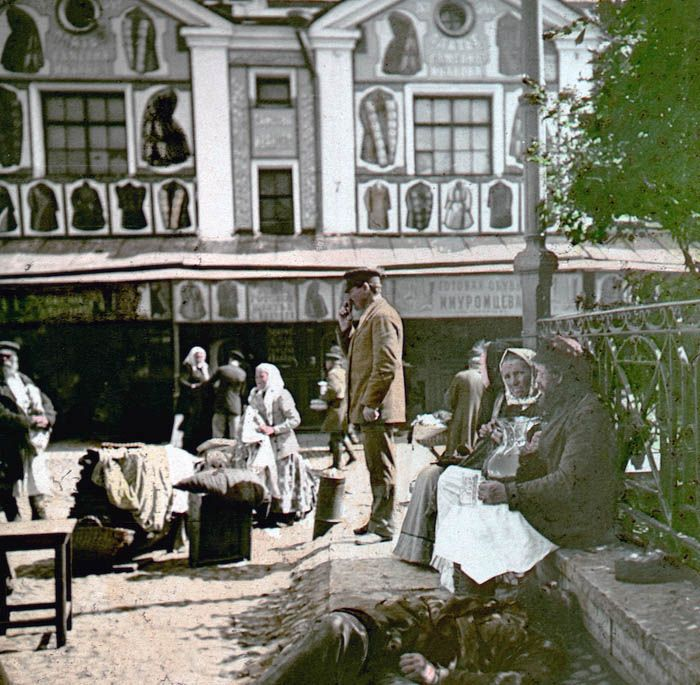 In the spring of 1896, during a trip to Russia for the coronation of Tsar Nicholas II professional photographer Frantisek Kratky managed to create a series of interesting photographs depicting the Russian way of life of the late XIX century. Photographer managed to visit Moscow, St. Petersburg and Nizhny Novgorod, making interesting shots in each of these cities.