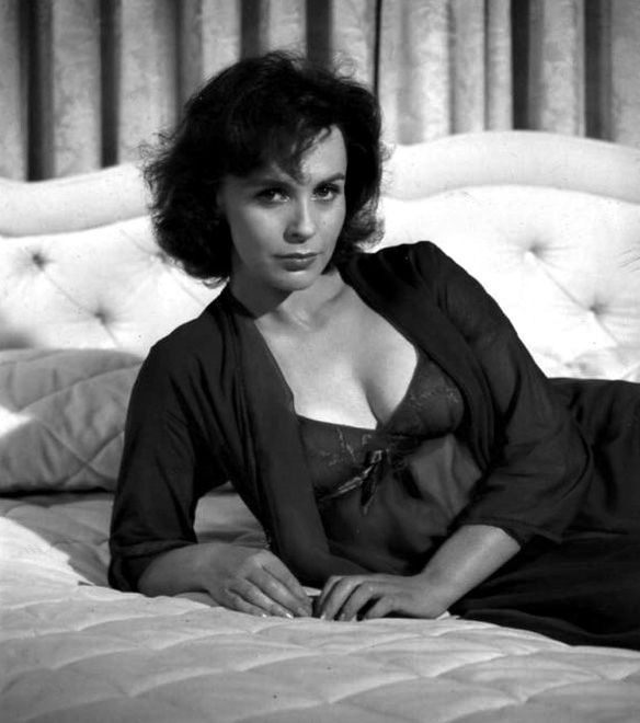Young Claire Bloom  nude (29 pictures), YouTube, bra