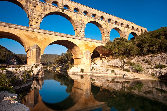 42 best nimes fran a france images on pinterest for Pont du gard architecte