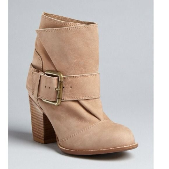 Splendid Short Boots 100% leather ankle boot in beige. Easy pull on with 2 1/2 inch thick heel. Worn once Splendid Shoes