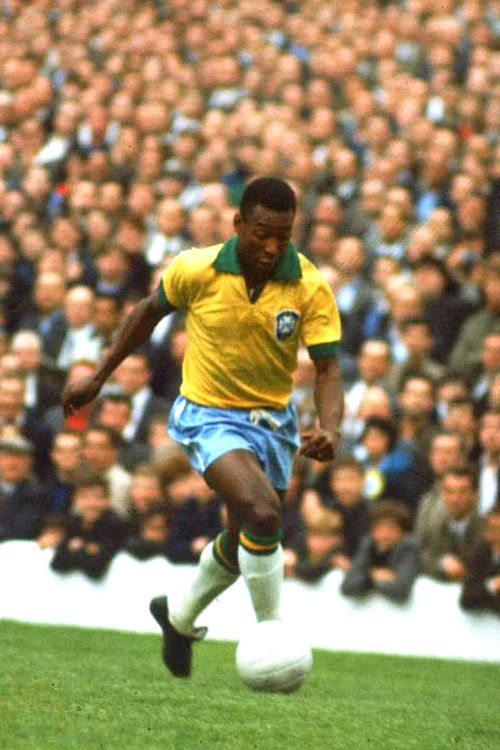 Edson Arantes do Nascimento. 'O Rei Pelé'. Brasil. Delantero/Striker. Santos (1956-1974). Cosmos de Nueva York (1975-1977). Only player that have won 3 World Cups/Único ganador de tres Copas del Mundo: Suecia 1958, Chile 1962 y México 1970. Best wipes for sports Go to hypergo.com #soccer #hypergo #wipes #nosweat #cleanandgO #aftersportswipes #refresh #sports