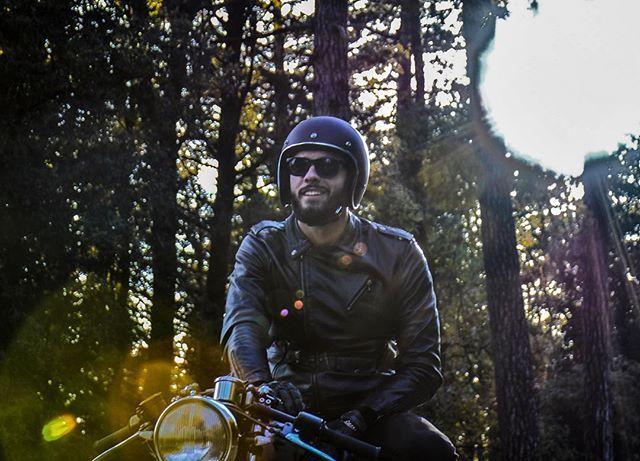 #cb400 #caferacer #leatherjacket #gloves #dainese #rayban #custom #hondacb400 #riders #honda #moto #vintage #ss #super #motorcycle #ottonero #epoca #motorbike #hondacaferacer #bratcafe #tuscany #italy #landscape #landscapephotography #beard #beardman #caferacerxxx #road #freemind #biltwell  Photo by: @daniele.gatti