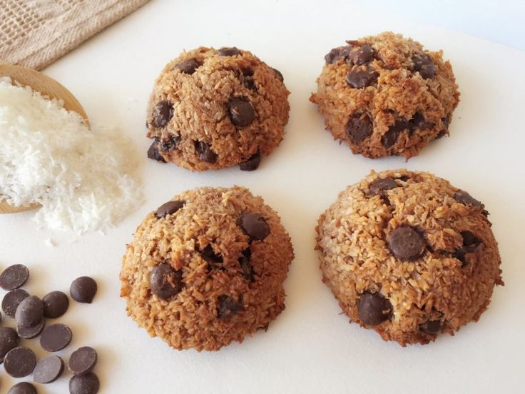 These Double Chocolate Macaroons are so yummy and perfect for the whole family. Only 55 calories each and they are practically guilt free.