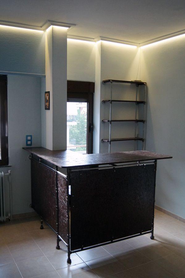 Industrial bar - μπαράκι με βιομηχανικά υλικά και ξύλο