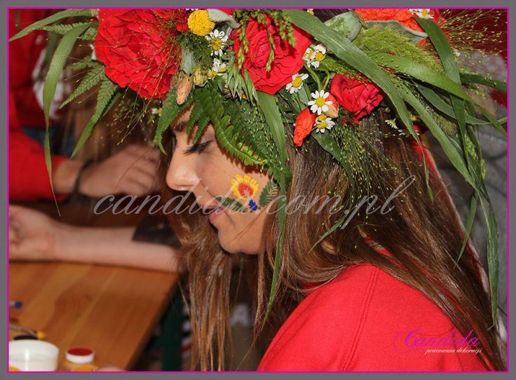 Wianki z żywych kwiatów  – Wianki nad Wisłą 2014; dla Teamu Tyskie przygotowaliśmy prześliczne wianki z żywych kwiatów. Nasze wianki wzbudzały powszechny zachwyt i zainteresowanie Wianki z żywych kwiatów;w dla teamu Tyskie #candidapracowniadekoracji #dekoracjeeventowe #wianekzżywychkwiatów