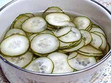 Zoetzure-komkommerschijfjes