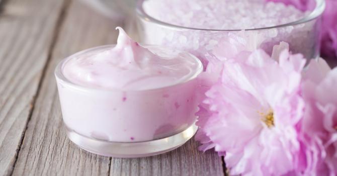 Recette de Crème hydrante pour les mains fleurs de cerisier. Facile et rapide à réaliser, goûteuse et diététique.