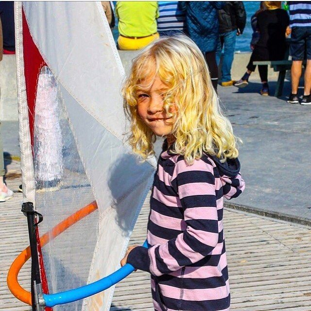 Uuhm adorable?! We think ⓨⓔⓢ 😍 Happy first of December dear Whippers 🎅🏽⠀ ⠀ ⠀ #KidsfirstWindsurf #WhipperFamily #Surfkids #ColdHawaii #Upcomling #Windsurfing #WindsurfKids #WhipperKids #WindsurfGroms #WorldofWindsurf #HappyKids #SharetheLove #WhipperKids