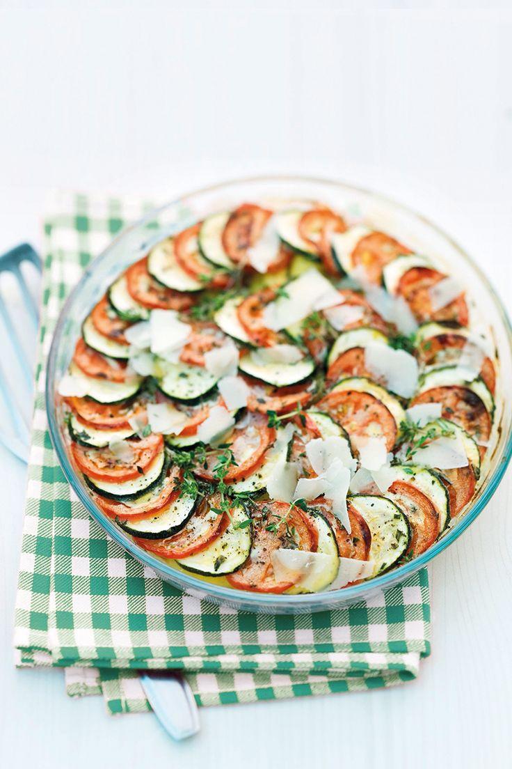 Leicht, lecker und unkompliziert - unser Rezept für Tomaten Zucchini Gratin mit Giovanni Ferrari Grana Padano Riserva und ganz viel Gemüse.