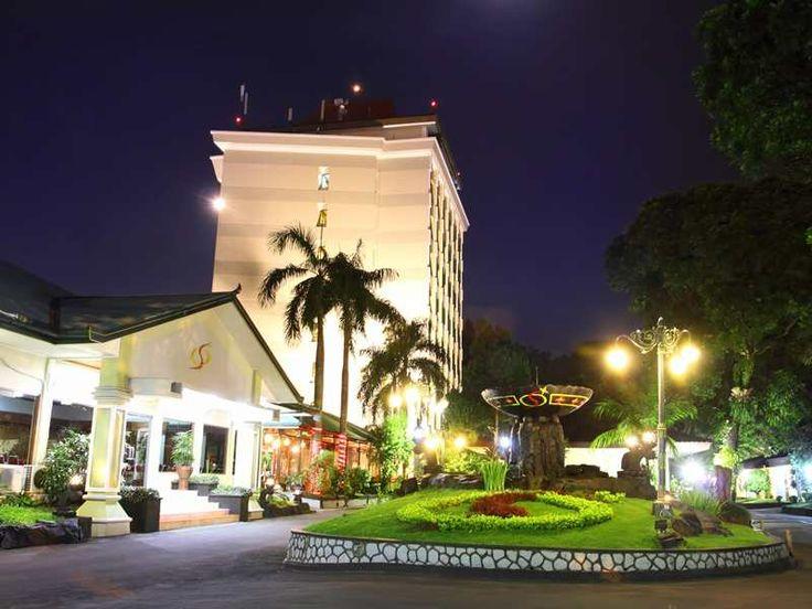http://cdn1.agoda.net/hotelimages/847/84796/84796_120117084556597_800x600.jpg