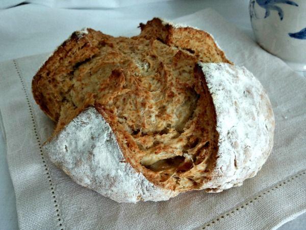 Il pane irlandese lievita con il bicarbonato di sodio ed è pronto in pochissimo tempo, è perfetto da servire caldo appena sfornato.  Il pa...