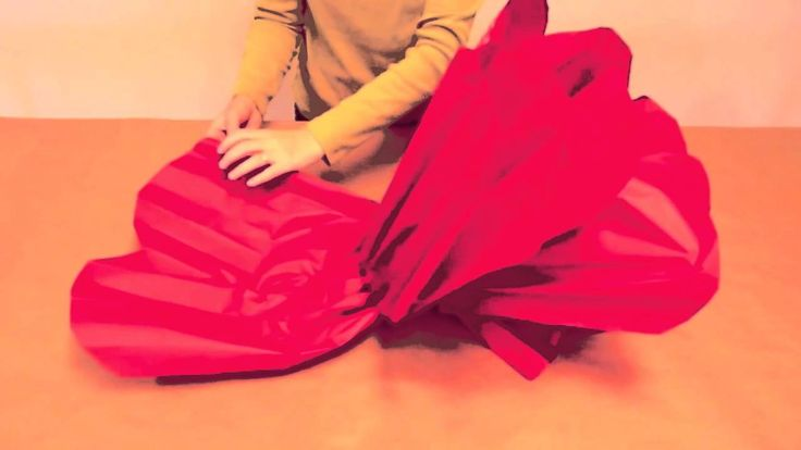 I really want to do several of these for put on the walls. How to Make GIANT Tissue Paper Flowers