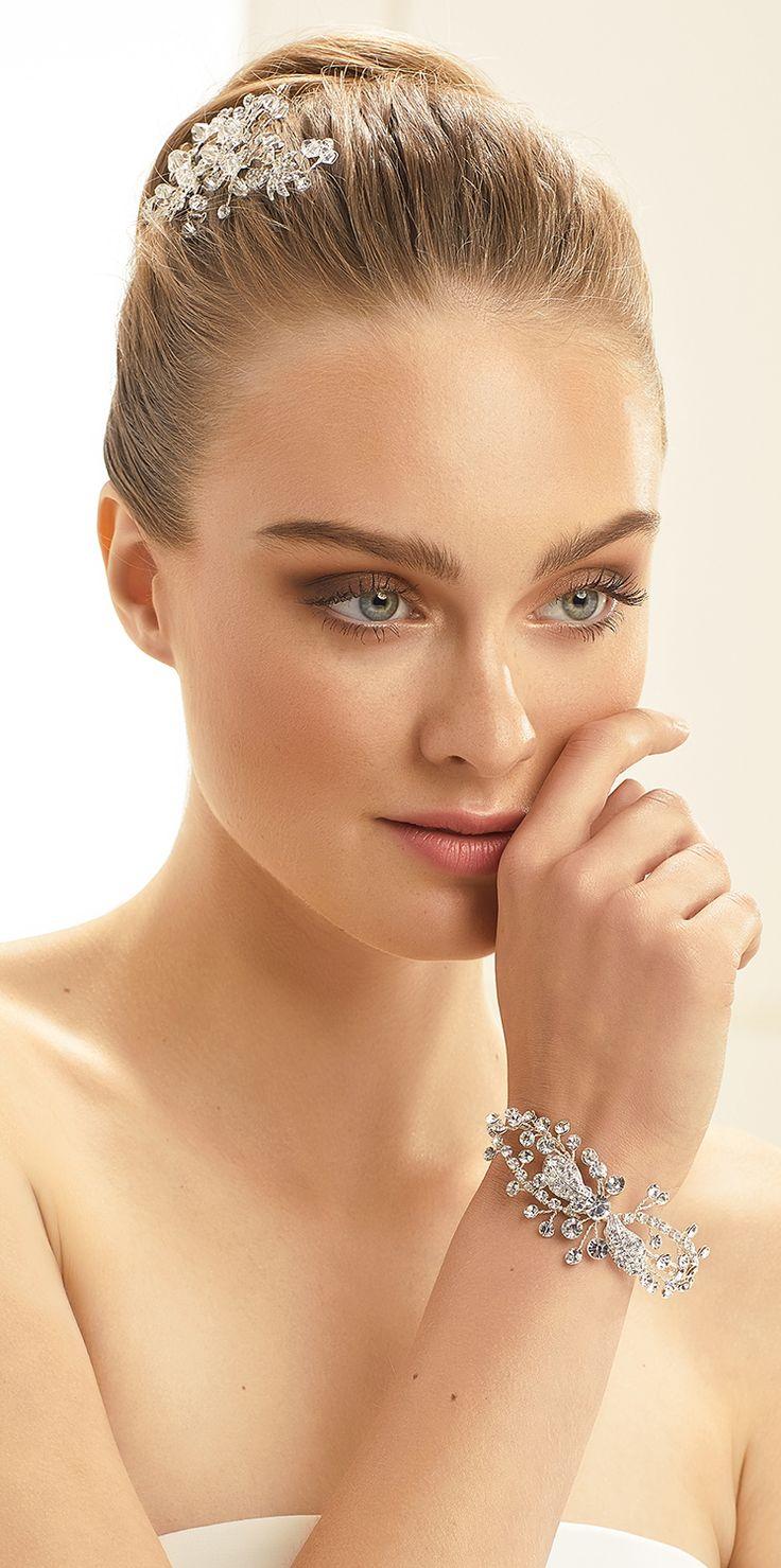 Stylish bracelet N39 from Bianco Evento #collection2018 #newcollection #biancoevento2018 #biancoevento #hairstyles #weddingaccessories #hairjewellery #jewellery #weddingjewellery #weddingideas #bridetobe
