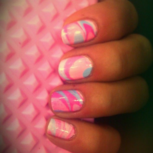 Pink blue marble nailart u as efecto for Marmol color morado