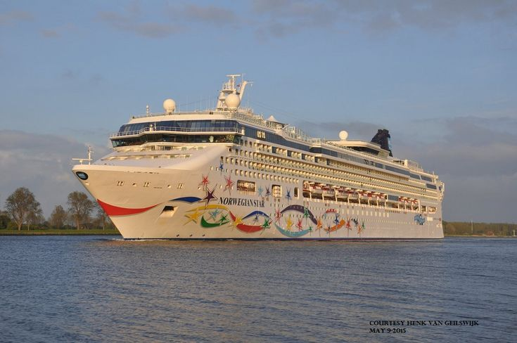 NORWEGIAN STAR. Ιδιοκτησία: Norwegian Star Ltd. - USA. Διαχείρηση: Norwegian Cruise Line - USA. Παρθενικό ταξίδι στις 19/11/2001. 91.740 GT ~ 294,13 μ.μ. ~ 32,20 μ.πλάτος ~ 11 κατ/τα ~ 20 ~ 24,6 knots ~ 2.348 ~ 2.846 επ. ~ 1.031 ατ. πλ.