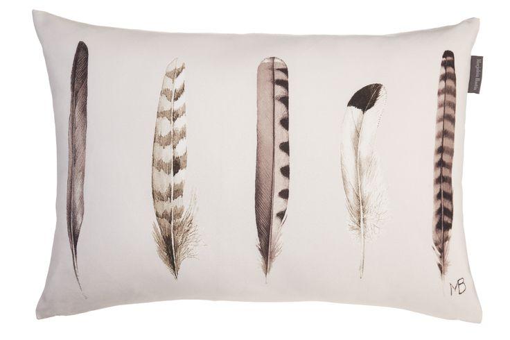 Kussen Marjolein Bastin Plumage Sand - NIEUWE COLLECTIE | Cushion Marjolein Bastin | http://www.livengo.nl/beddengoed/sierkussens | #sierkussens #veertjes #zand #slaapkamer #livengo