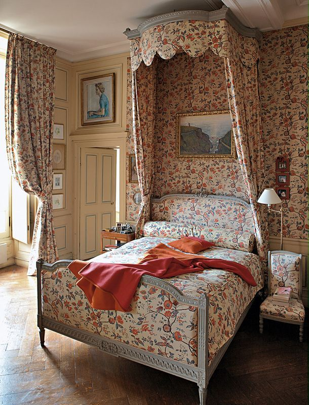 floral print in bedroom at Montgeoffrey chateau