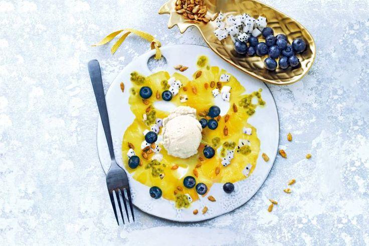Ananascarpaccio met tropisch fruit en sorbetijs - Recept - Allerhande