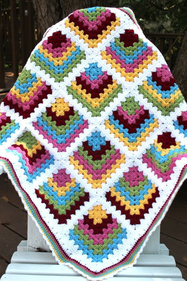 Mitred Granny Square Baby Blanket ~ free crochet pattern