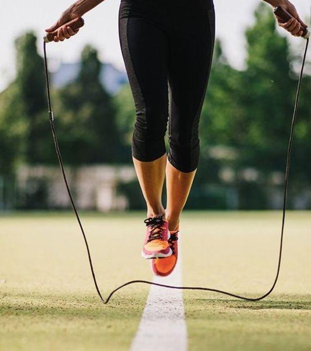 """Préférez le cardio à la musculation. Il est en effet déconseillé de """"prendre de la masse"""" pour """"bruler des graisses"""". Dans un premier temps, il est donc indispensable d'attaquer les graisses en faisant du cardio."""