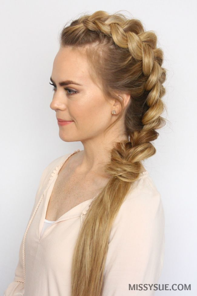 Who's ready for some easy, heatless hairstyles? Summer is officially here and it's hot out there! Put down those hot tools and give your hair a break with this mohawk dutch braid. This style is simple and quick and there are also4 different ways to…