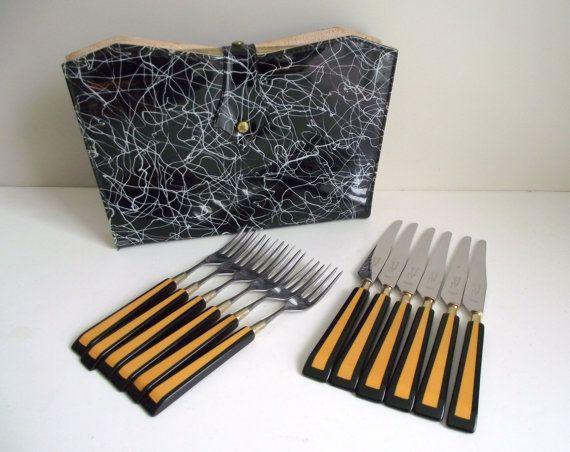 Bakelite Steak Knife Set  6 Steakmates De Luxe with by gazaboo #vintage #midcentury #bakelite #madmen #steakmates #cutleryset
