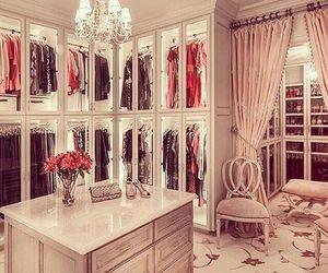 Awesome Dream Closet via Tumblr AnkleidezimmerBegehbarer KleiderschrankGem tliches SchlafzimmerEinrichtungGarderobenLuxus