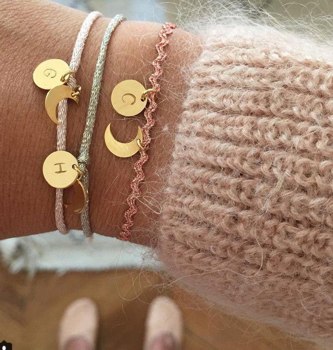 Vous savez comme j'aime mon collier gravé aux prénoms de mes 4 amours De chez Adeline Affre Offert par mes bombes à l'occasion de la naissance de Madeleine. A l'époque de l'…