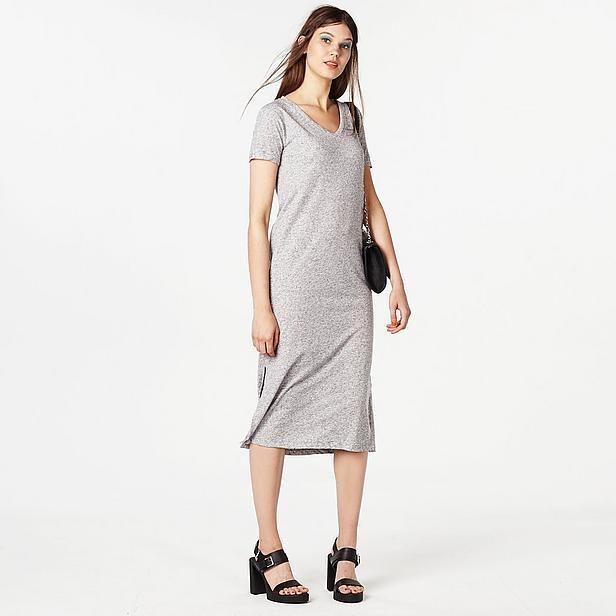 Wat een leuk simpel jurkje van VILA. Voor een casual feestje een echte aanrader! Koop hem snel op aldoor met 40% korting. #uitverkoop #aldoor #vrouwenmode #damesmode #dames #mode #jurkje #sale
