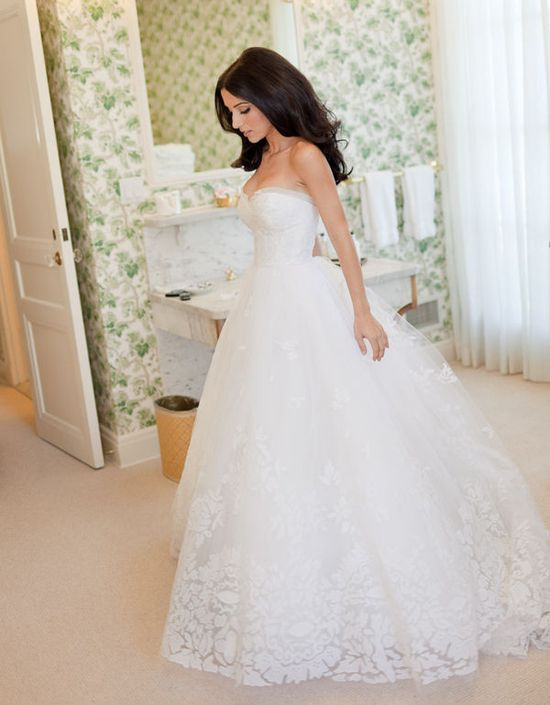 Wedding Dress- This is absolutely beautiful<3 THIS IS MY FAVORITE DRESS OF ALL TIME.