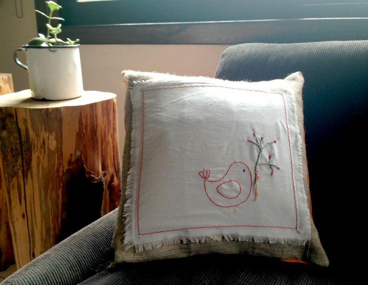 Almohadon bordado - Embrodery - Mamy a la obra