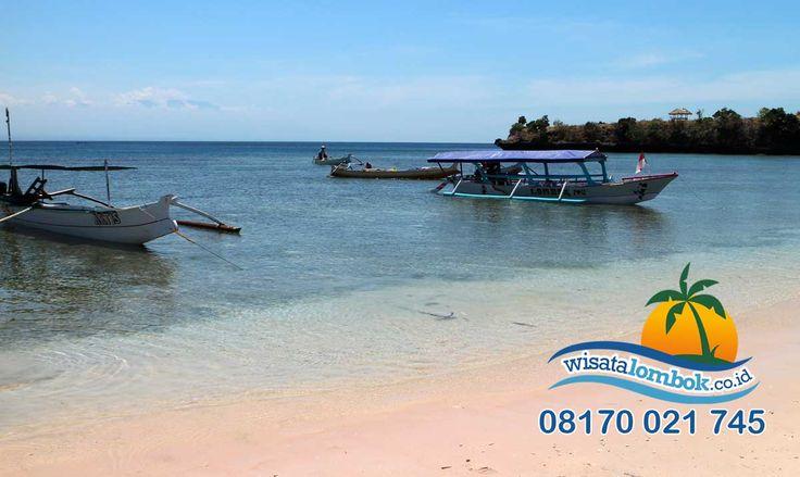 Yuk Lihat Pasir Laut Lombok Yang Berwarna Pink  Pasir laut yang unik berwarna pink dan sangat menakjubkan, uhh pastinya buat Anda terkagum, apalagi ditambah dengan keindahan alam dan biota lautnya Emmm seru deh, membuat destinasi wisata Pantai Pink Lombok ini menjadi seperti surga  Yuk Kunjungi http://www.wisatalombok.co.id/info-wisata-lombok/keunikan-pantai-pink-lombok-yang-menakjubkan/