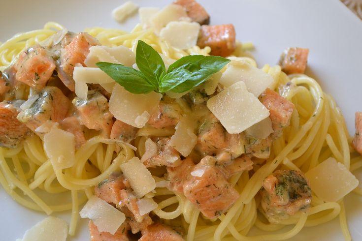 Spaghetti mit Lachs und Weißwein-Rahmsauce - Noch ein schnelles Pasta Rezept, das sich auch zur Resteverwertung eignet. Ich hab heute Graved Lachs verwendet