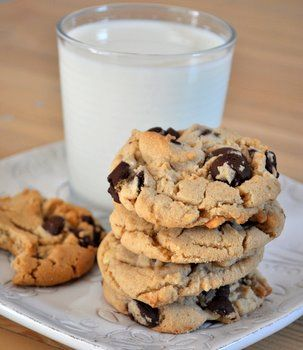 Peanut Butter Chocolate Chip Cookies: Peanuts, Chips Cookies Thes, Chocolate Chips, Chocolates Chips Cookies, Baking Bites, Butter Chocolates, Cookies Recipes, Peanut Butter Cookies, Chocolate Chip Cookies