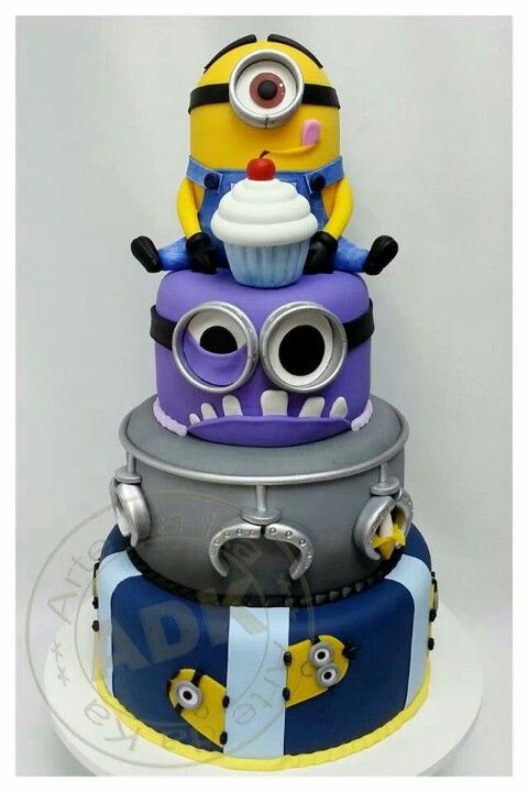 .Despicable Me Minion Cake