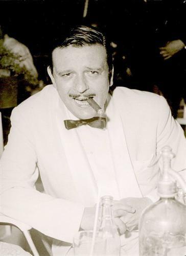 Rimini 1959  Ricordati di Rimini. Fred Buscaglione, celebre cantante, all'Embassy