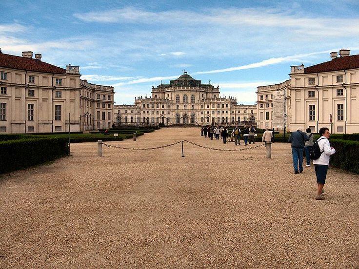 Ступиниджи (Palazzina di caccia di Stupinigi) — загородная резиденция монархов Савойского дома в одноимённом предместье города Никелино (10 км юго-западнее Турина), которая в числе других резиденций Савойской династии находится под охраной ЮНЕСКО как памятник Всемирного наследия.