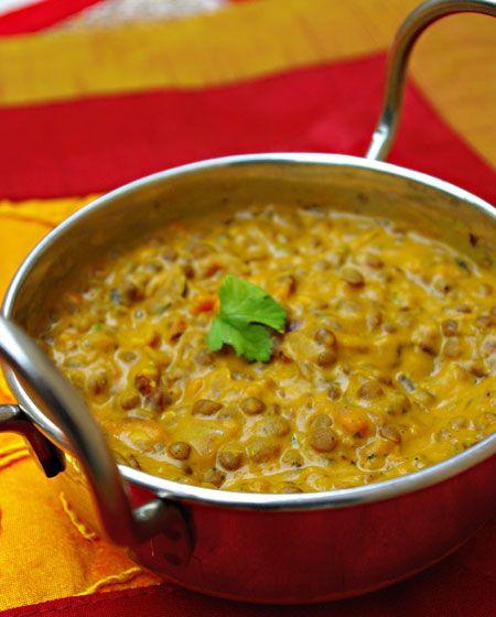 Bonjour et bienvenue dans mon blog cuisine, aujourd'hui nous allons préparer un Dal makhani. C'est une recette originaire du Penjab, à base de lentilles. Pour faire cette recette indienne, il faut : 125g de lentilles du Puy 100g de haricots rouges en...