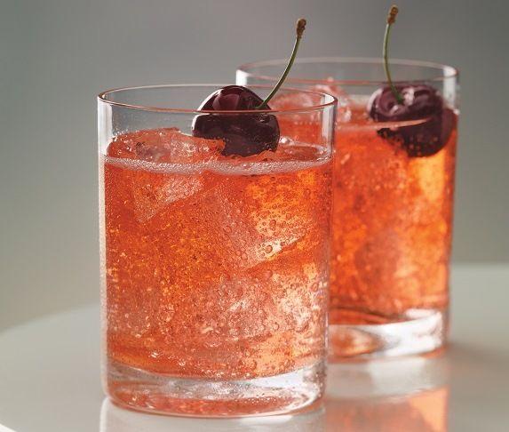 Una deliciosa bebida de champagne con cerezas, es por eso que a este coctel se le llama cereza emperatriz, para los paladares exigentes!