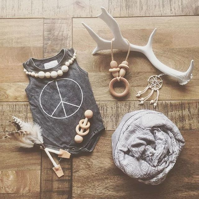 Oh boho babe how I love you! This #flatlay by @aliciaeveritt featuring our Rattle & Necklace looks like it comes from up our way! Tap for details #nocnoc #woodentoys #boho #baby #babe #love #shopsmall
