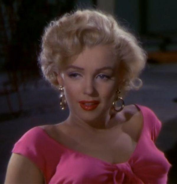 1 июня 91 год назад родилась Мэрилин Монро http://actualnews.org/shou_biznes/175754-v-etot-den-rodilas-merilin-monro.html  Норма Джин Мортенсон родилась 1 июня в 1926 году, в пригороде Лос-Анджелеса. Она была дочкой киномонтажницы.