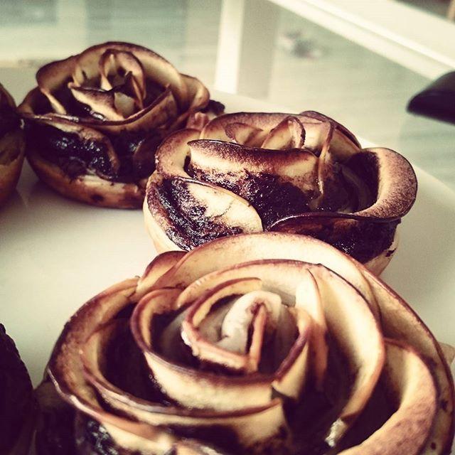 nutella apfel bl tterteig rosen instacake apple nutella rose getfat so good. Black Bedroom Furniture Sets. Home Design Ideas
