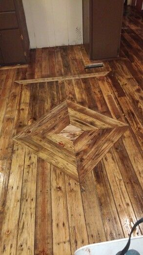 Pallet wood kitchen floor