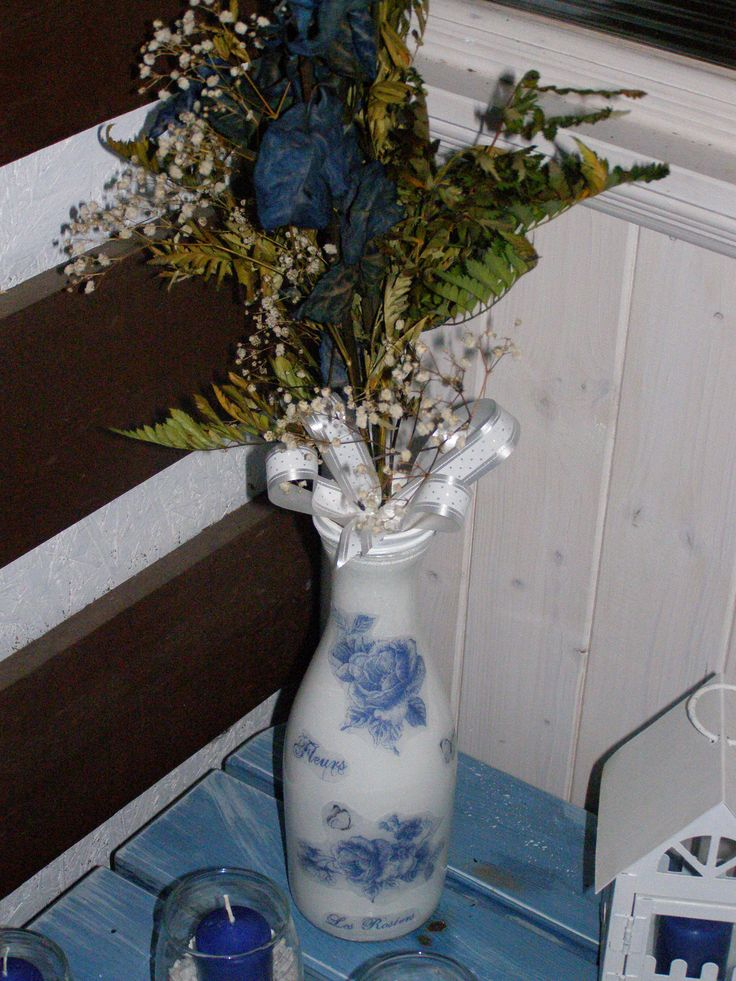 váza z lahve od vína